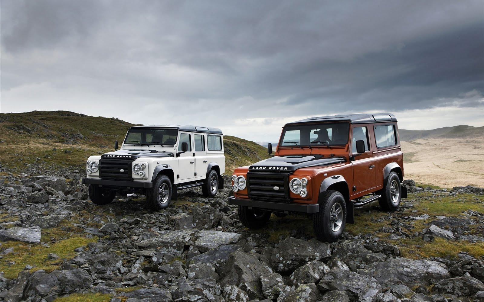 Veículos LandRover numa montanha